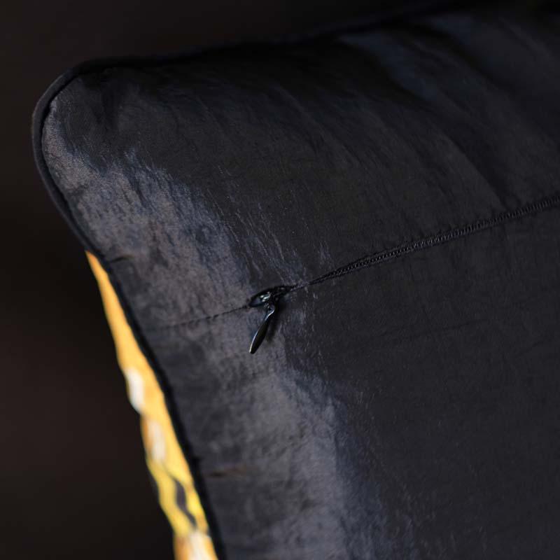 Bumblebee Gold - Velvet (Detail)