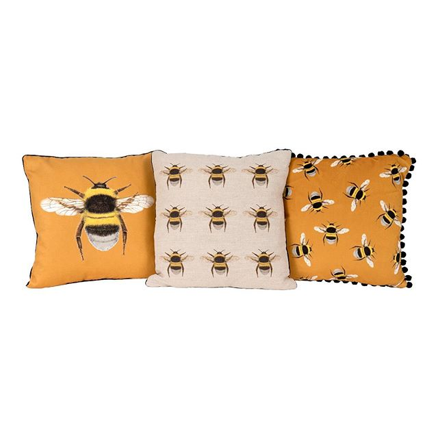 A small selection of my #bee #cushions  shot by @sean.pines #velvet #linen #walthamstow #e17 #shoplocal #pompoms #interiors #style #bespoke #honyebee #studiophotos #gift