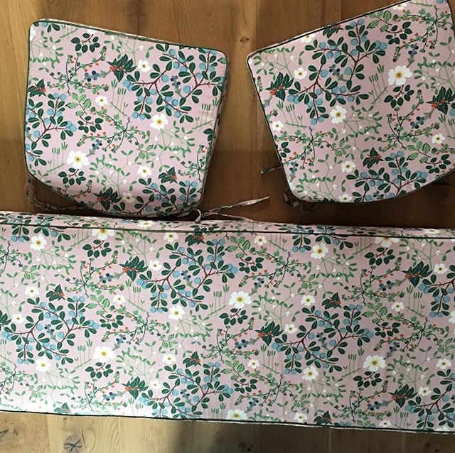 Window box cushion and chair pads ready for delivery. #windowseat #cushion #boxcushion #cotton #canvas #floral #bespoke #madetomeasure #invisibleseams #piping #invisiblezipper #shoplocal #e17 #walthamstiw #softfurnishings