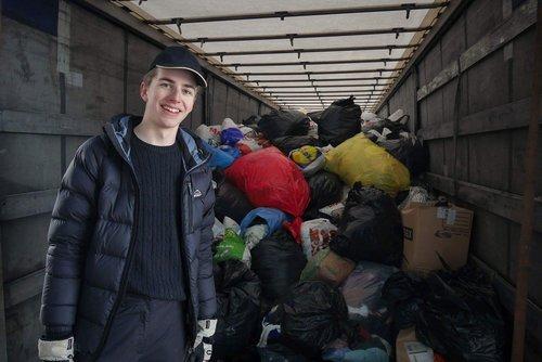 Vår vice ordförande Erik hjälpte till att packa lastbilen som åkte ner till Gaujiena i december 2016.