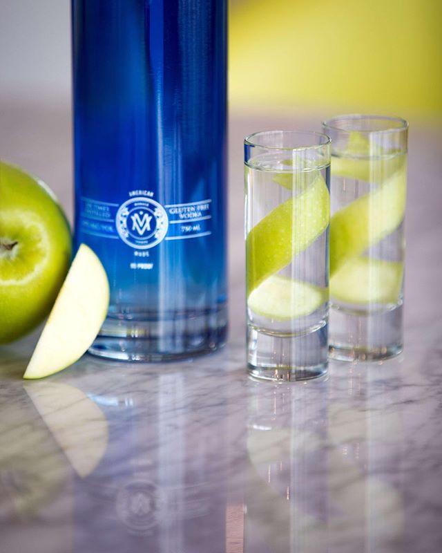 Wishing you a smooth weekend🍏 #drinkmonaco
