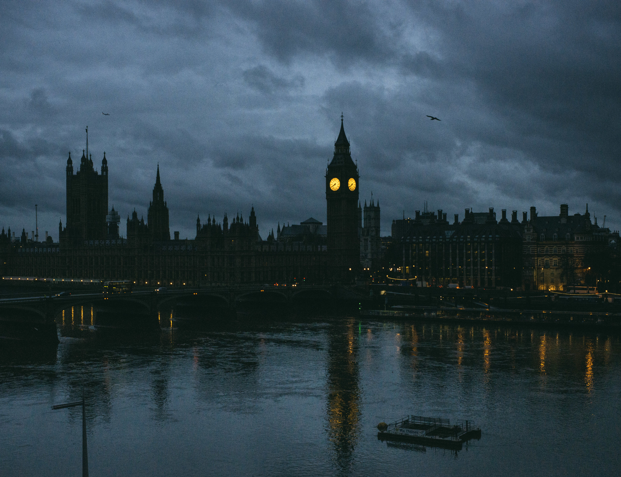 The Thames, Big Ben and Parliament at dusk.