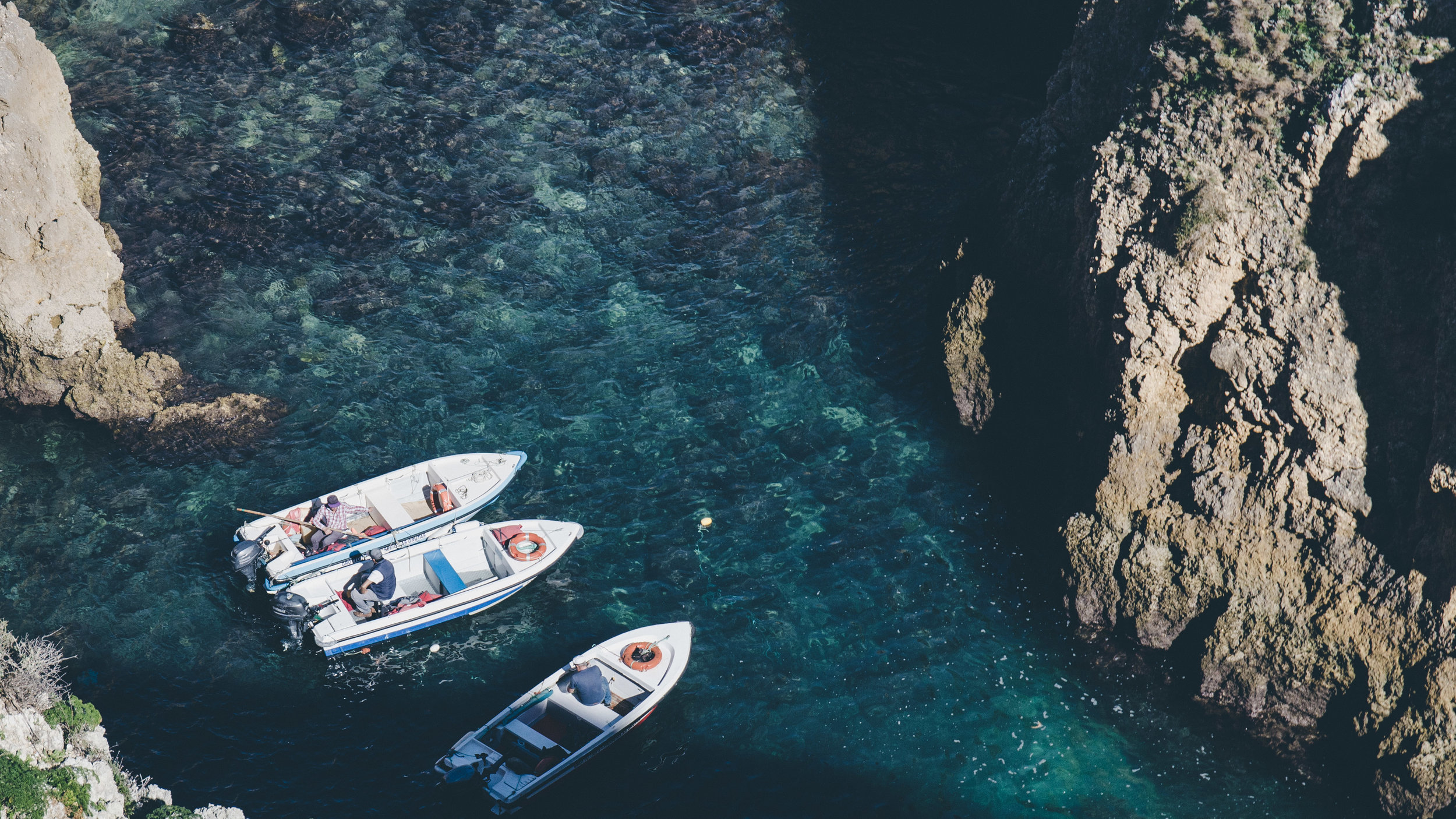 Fishermen with their boats at the bottom of Ponta da Piedade