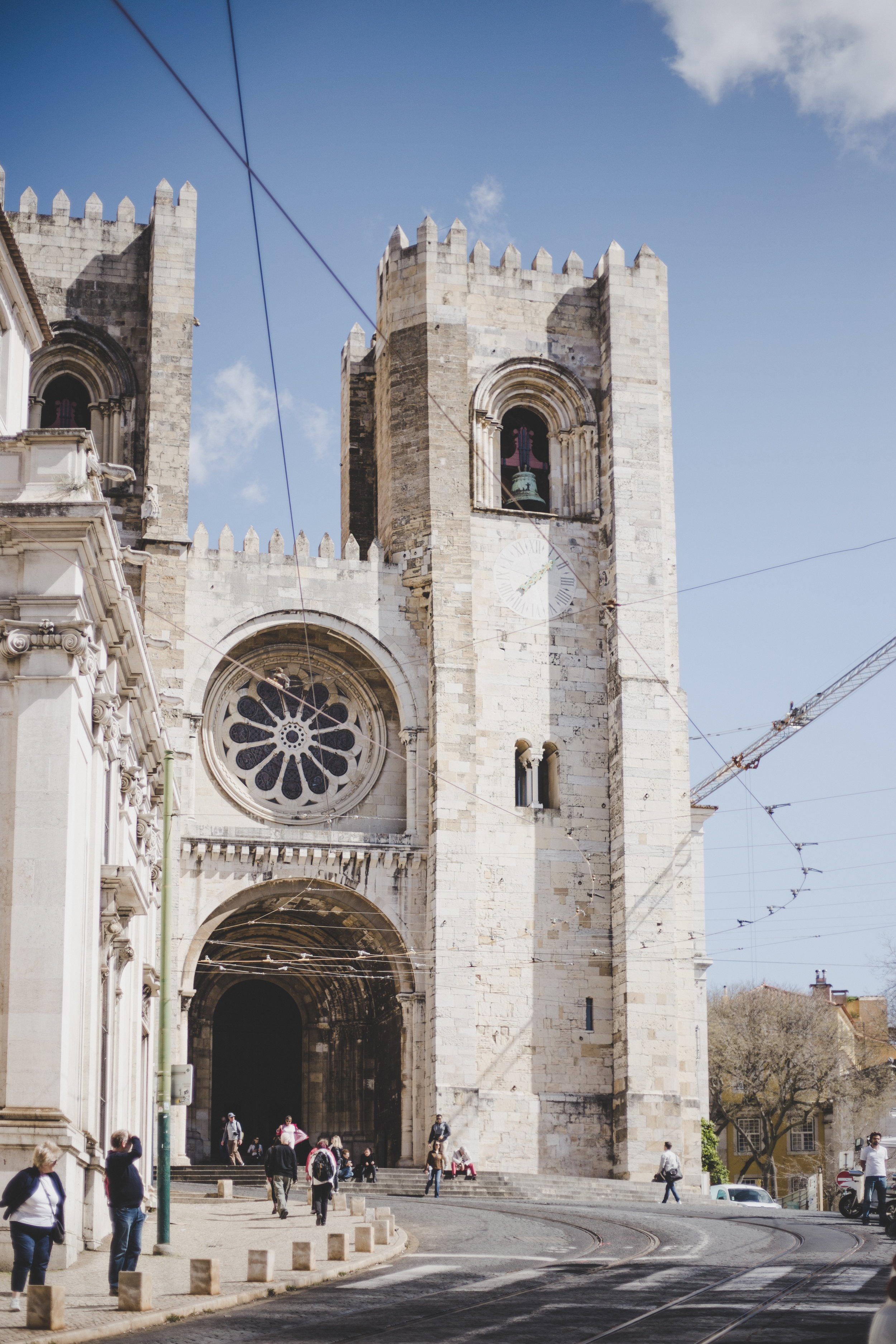 Sé, the Lisbon cathedral, a two minute. walk from The Lisboans