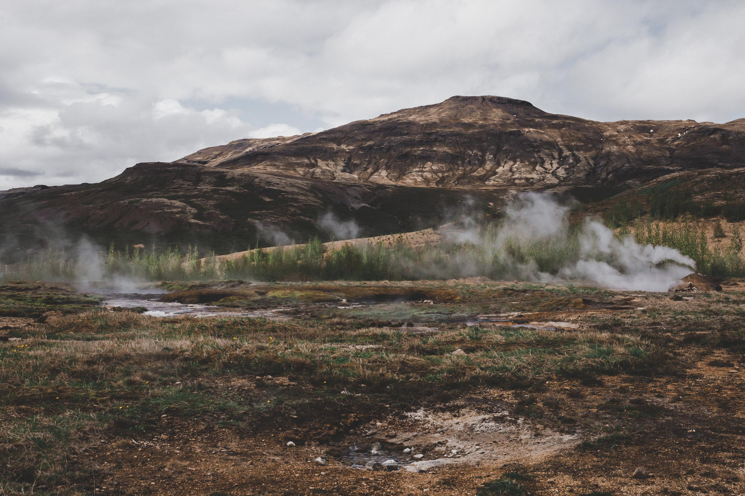 Geysir surroundings