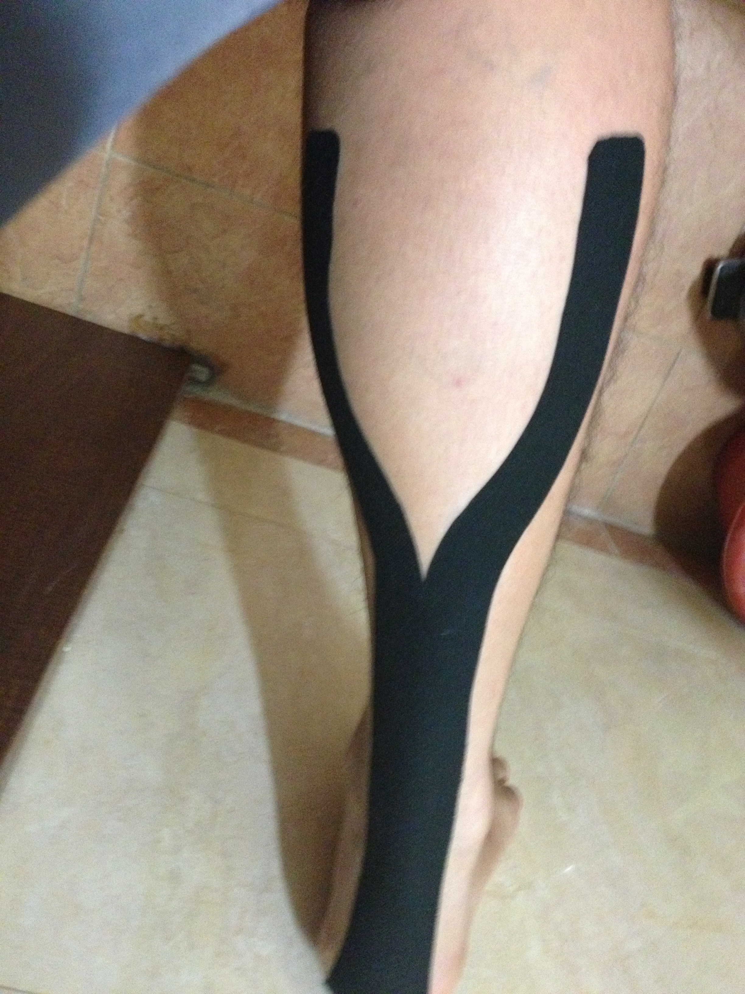 image source:https://commons.wikimedia.org/wiki/File:Kinesio_Taping_for_Soleus_and_Achilles_tendon.jpg