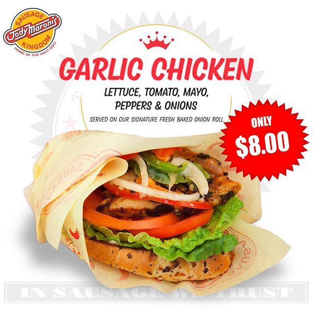 Move over pork 😲😲only @jodymaronis #jodymaronis #jodymaronissausagekingdom #chicken #chickensandwich #garlic #garlicchicken #venice #venicebeach #venicebeachboardwalk #losangeles #california #lafoodie #munchies