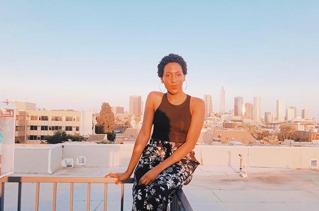 Rooftop views. ❤️   📸: @_fashiongenius