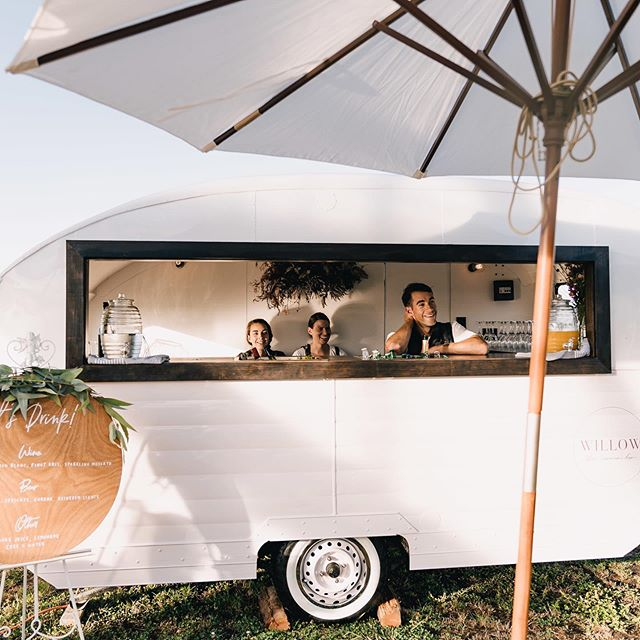 Oh hey~just the cutest little bar set up we ever did see!  Photo @swiftandclick  Caravan @willowthecaravanbar  Sign @paperdarlingnz  Umbrella @llhire