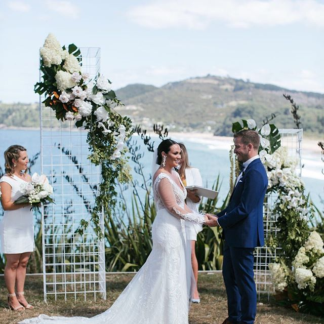 All the ceremony feels right here! Forever one of our all time faves~ that view, that dress and a whole lot of love!  Photo @beksmithimages  Florals @floralstylist