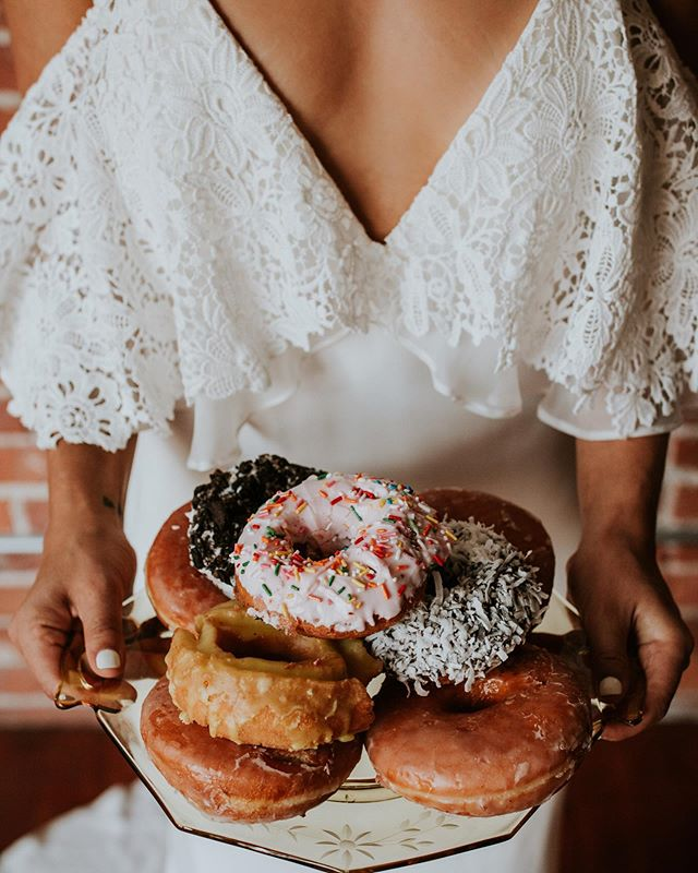 Sneak peeks and sweet treats! Loved receiving these beauties in our inbox today from our collaboration in Seattle! And yes- we did eat all those donuts afterwards!  Photographer @dlubbersphotography  Dress @somethingbluevancouver