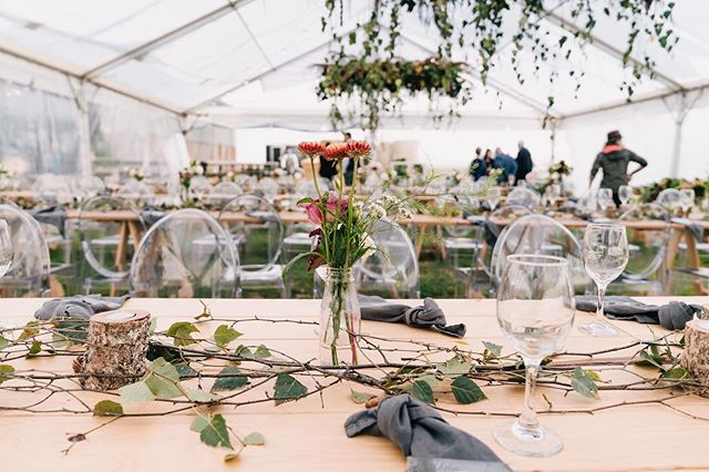 Still one of our all time favourites! This subtle yet effective styling is a winner in our books!  Photo @swiftandclick  Marquee & Furniture @llhire  Florals @raglanfloralco