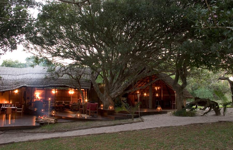 Vue extérieure lodge principale Kosi Forest Lodge