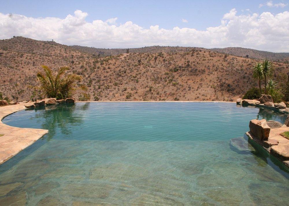 Vue panoramique de la piscine à débordements Borana Lodge