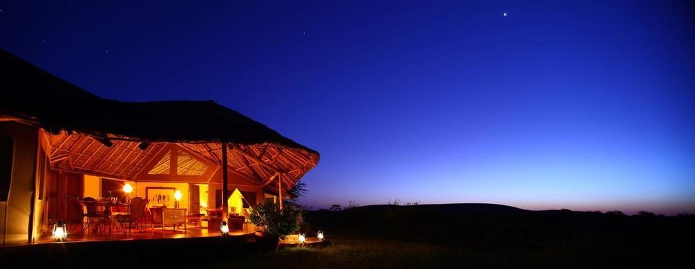 Vue extérieure de nuit Tortilis Camp