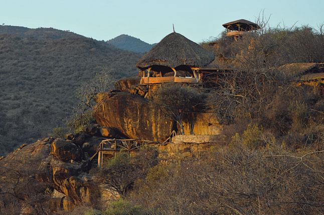 Vue extérieure de loin Tassia Lodge
