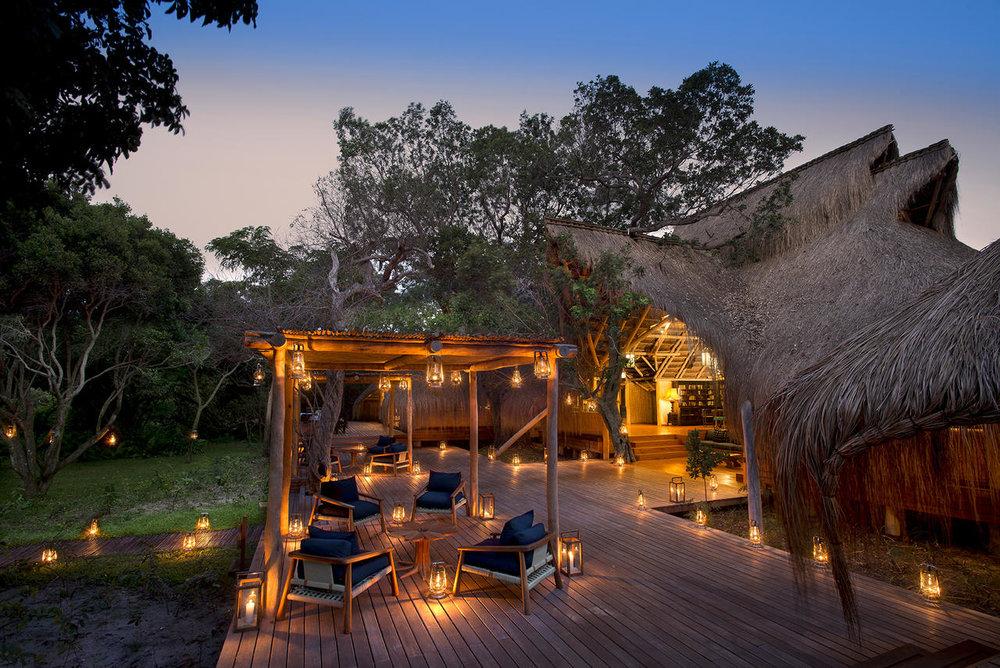 Vue extérieure au coucher de soleil Benguerra Lodge