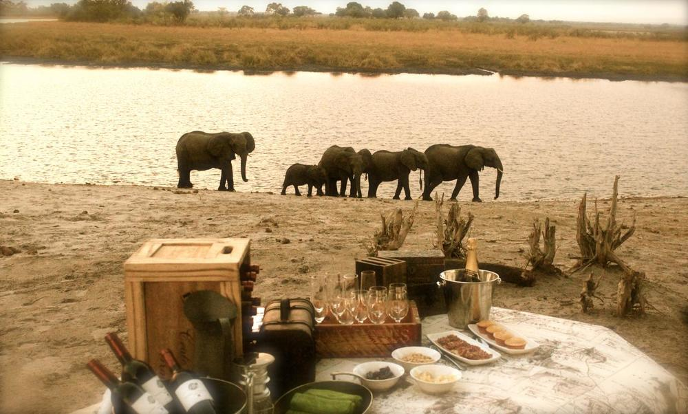 Déjeuner dans le Bush Nambwa Tented Lodge