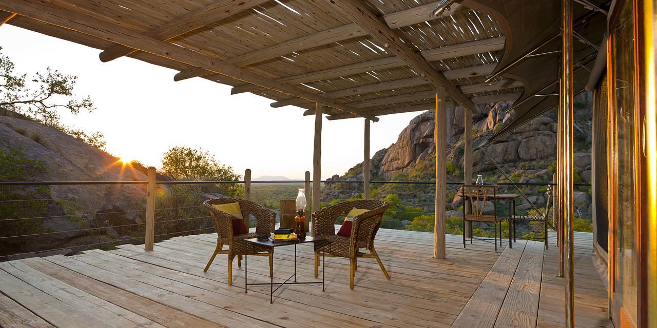 Terrasse avec Levée du soleil Erongo Wilderness Lodge