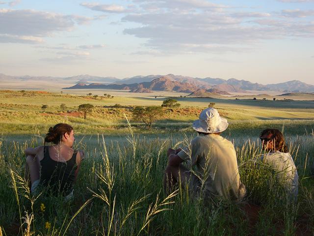 Trek dans le désert namibien - marche dans NamibRand