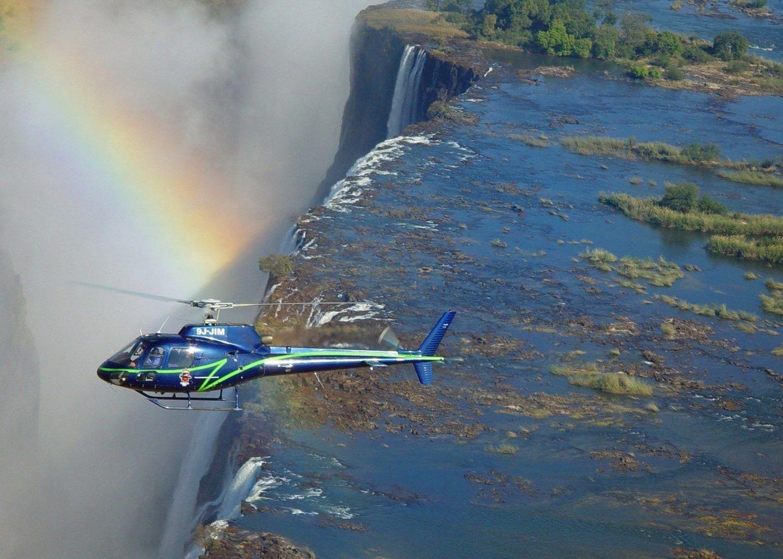 Survolez les chutes Victoria en hélicoptère - arc-en-ciel et hélicoptère