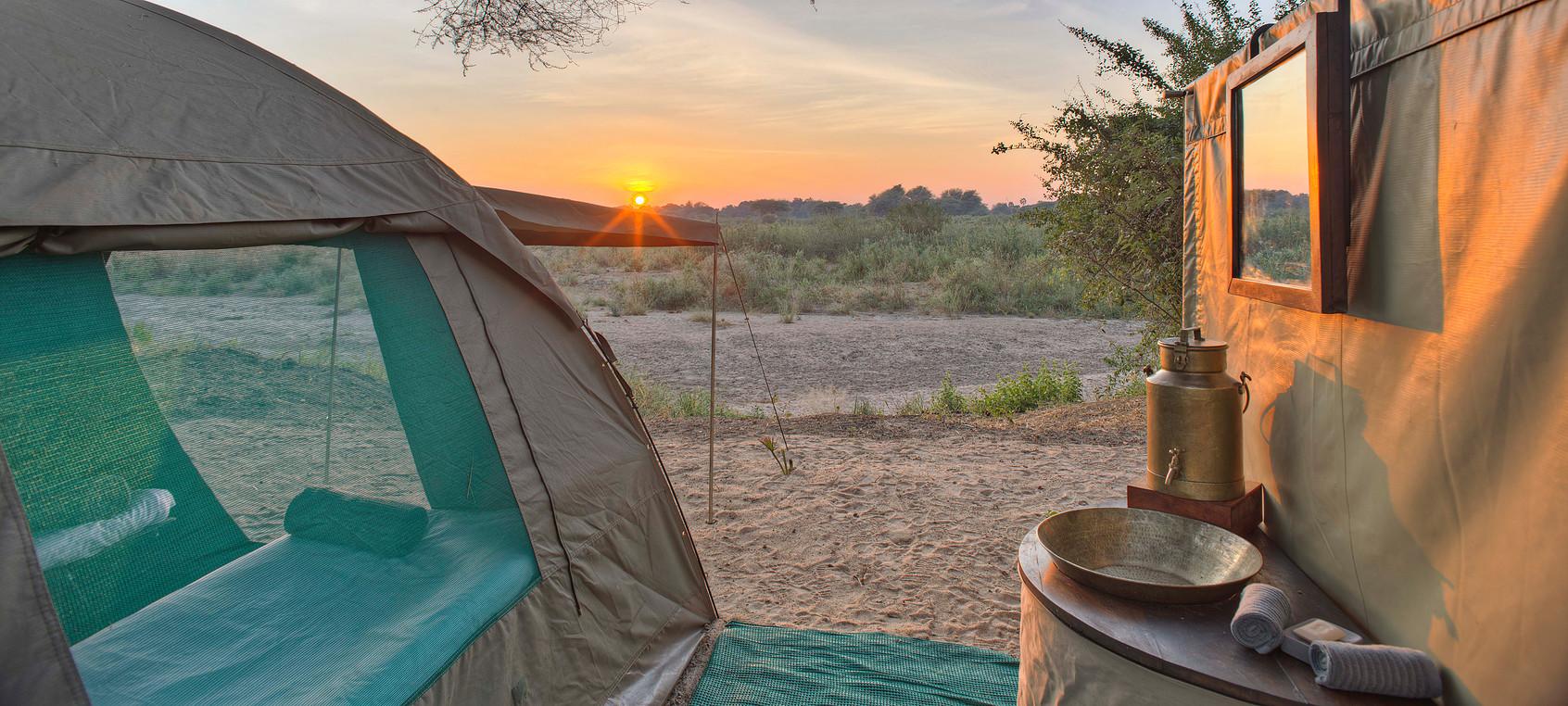 Safari à pied à Ruaha - vue tente Kichaka Expeditions