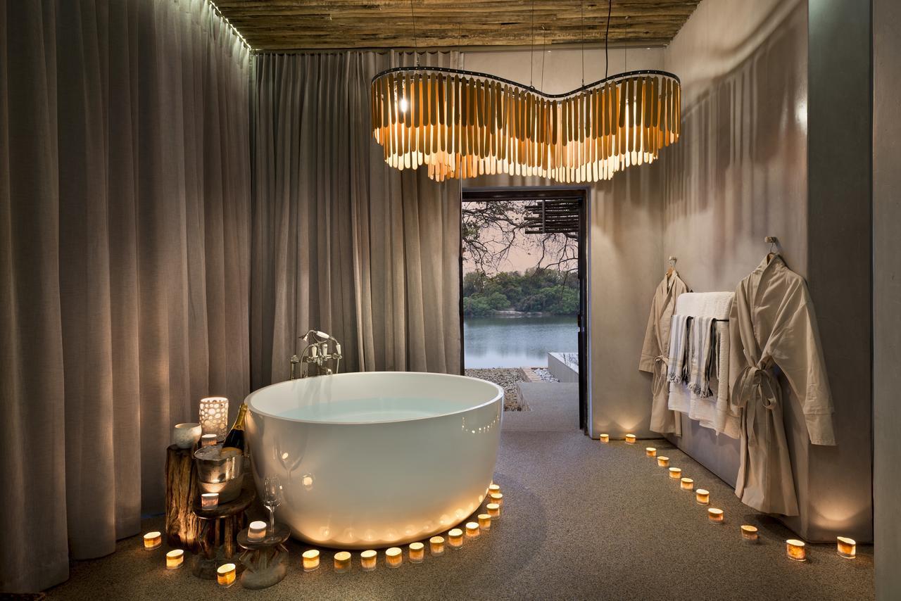 Safari Au Milieu des Eléphants - salle de bain à Matetsi