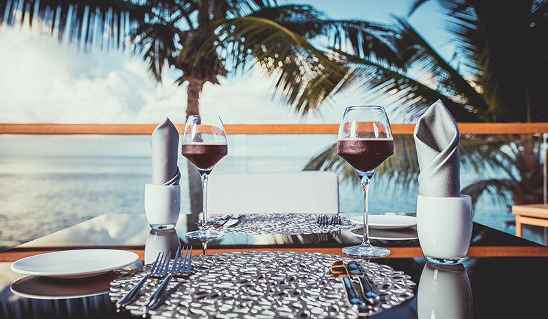 Repas au CaranaBeach hotel