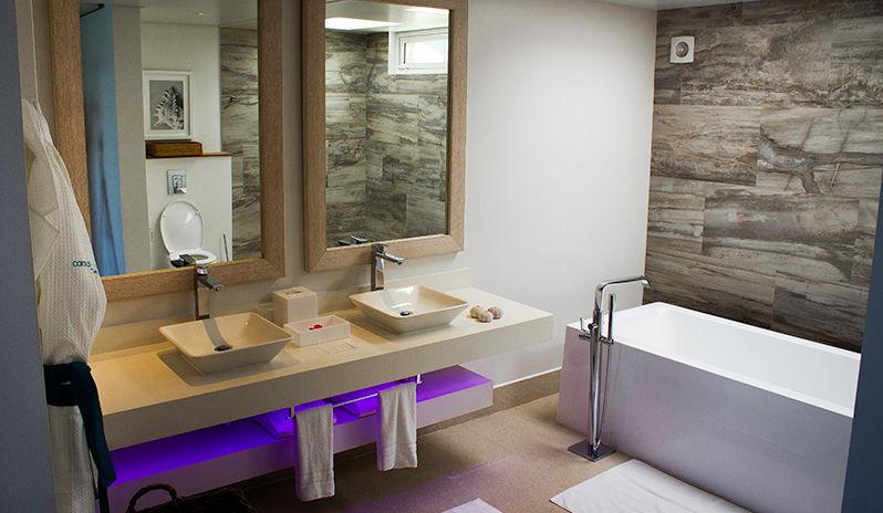 Salle de bain au CaranaBeach hotel