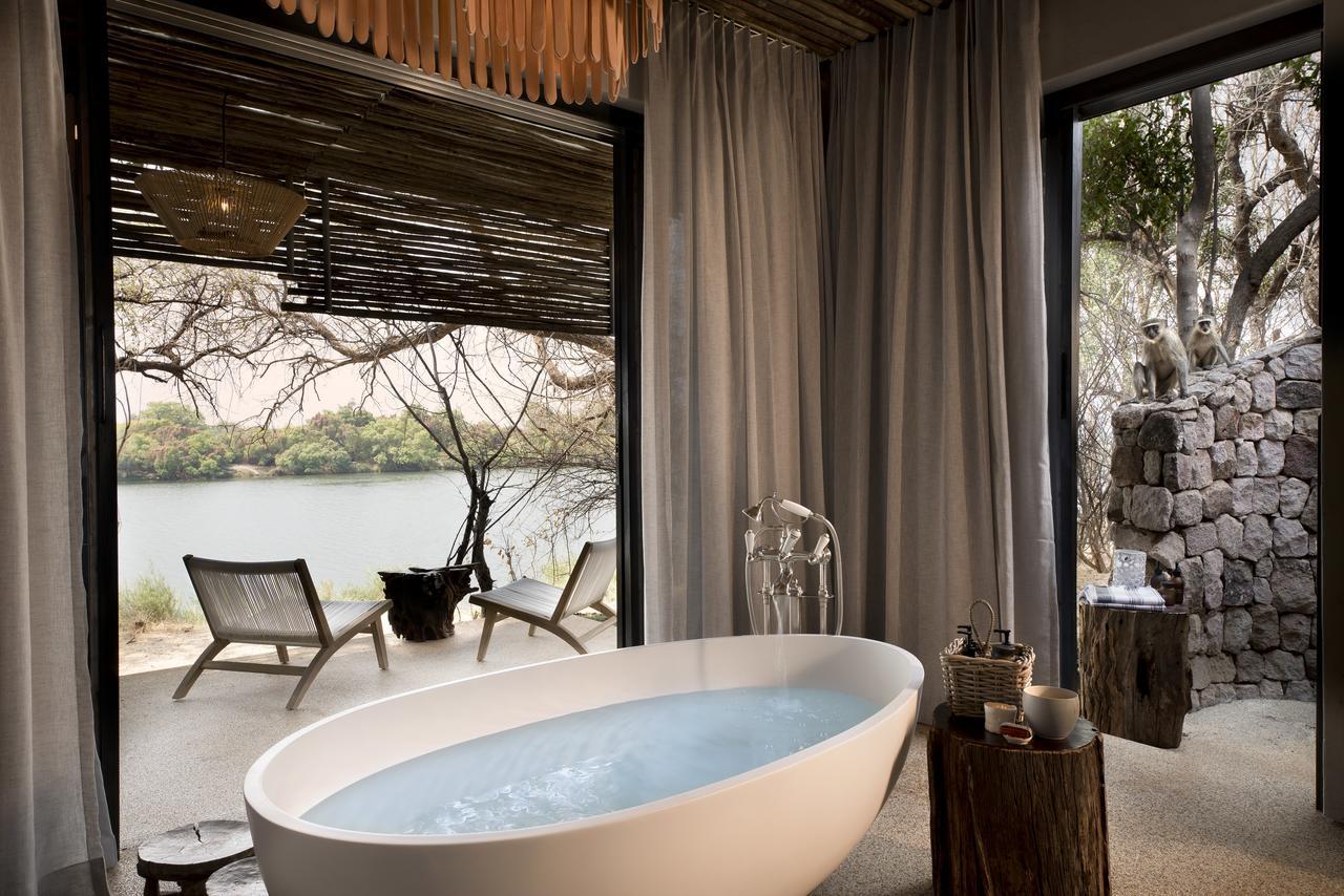 Salle de bain de Matetsi River House