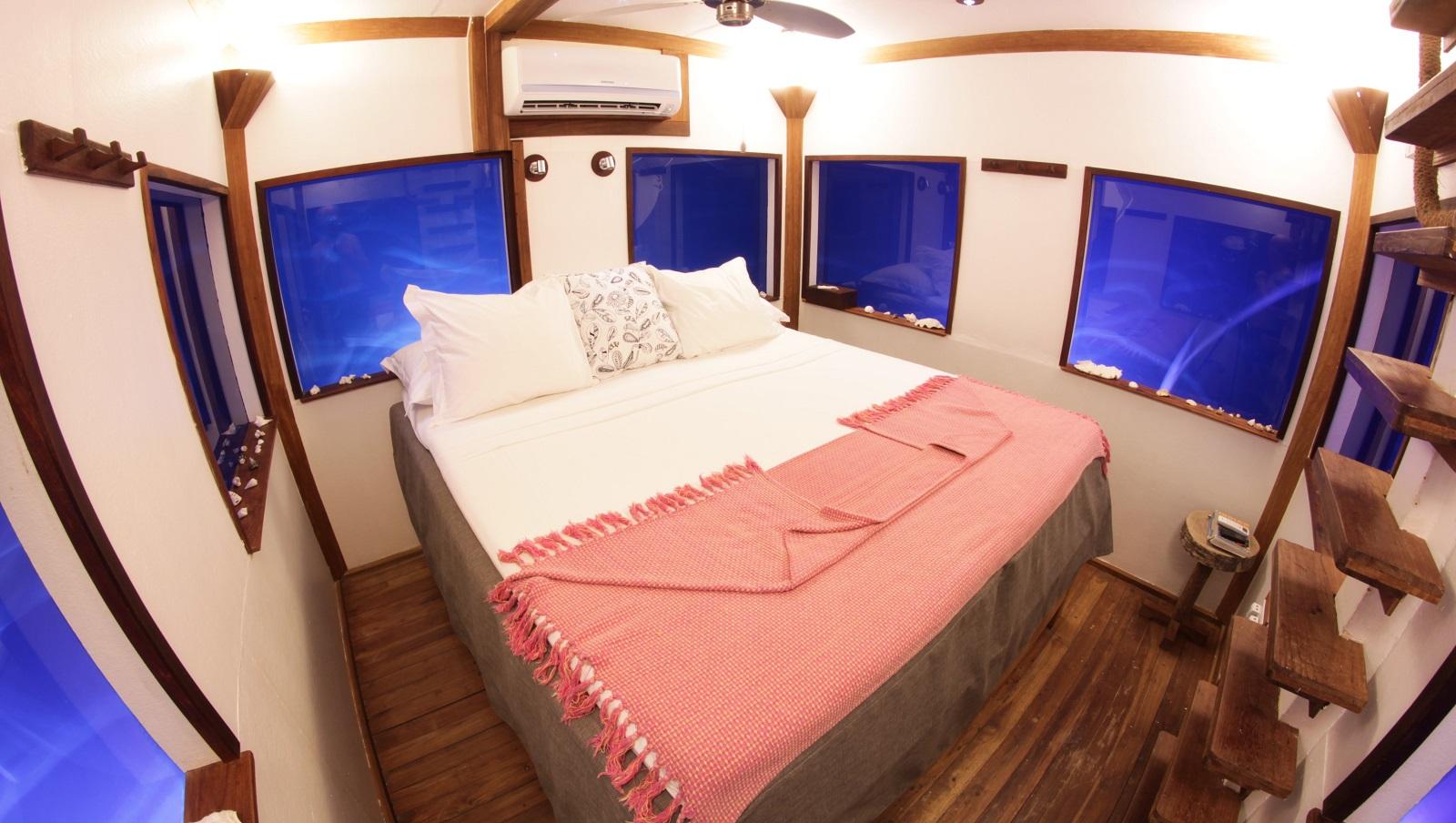 Underwaterroom_Manta Resort10.jpg