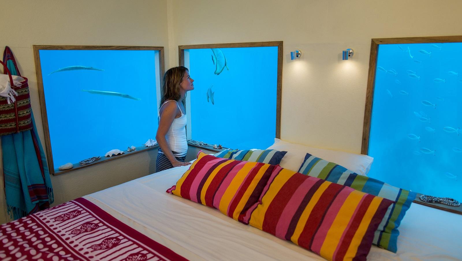 Underwaterroom_Manta Resort8.jpg