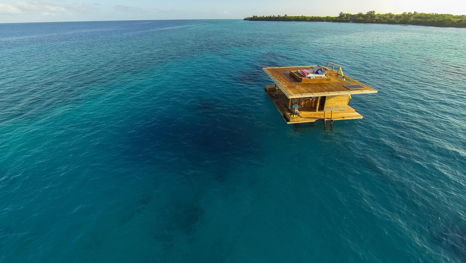 Underwaterroom_Manta Resort5.jpg