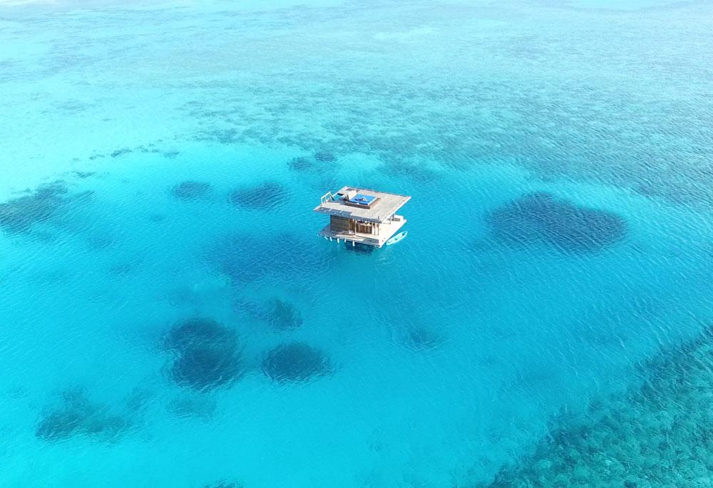 Underwaterroom_Manta Resort3.jpg