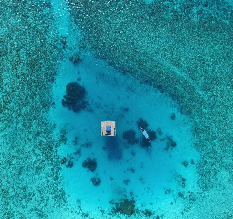 Underwaterroom_Manta Resort1.jpg
