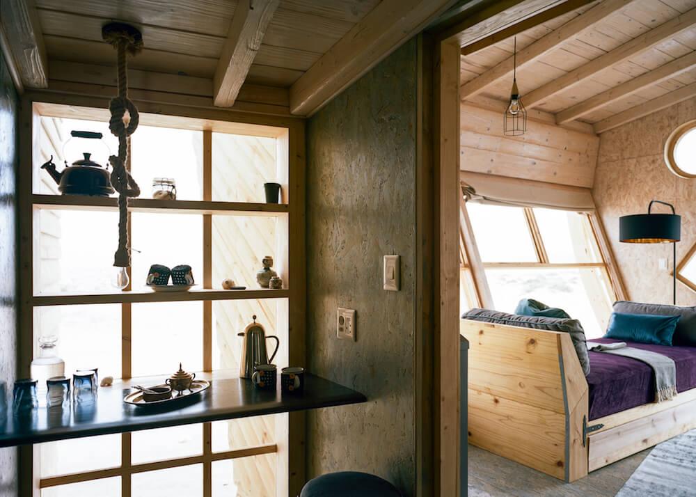 4Shipwreck-Lodge-Accommodation-Desk-dressing-area3.jpg