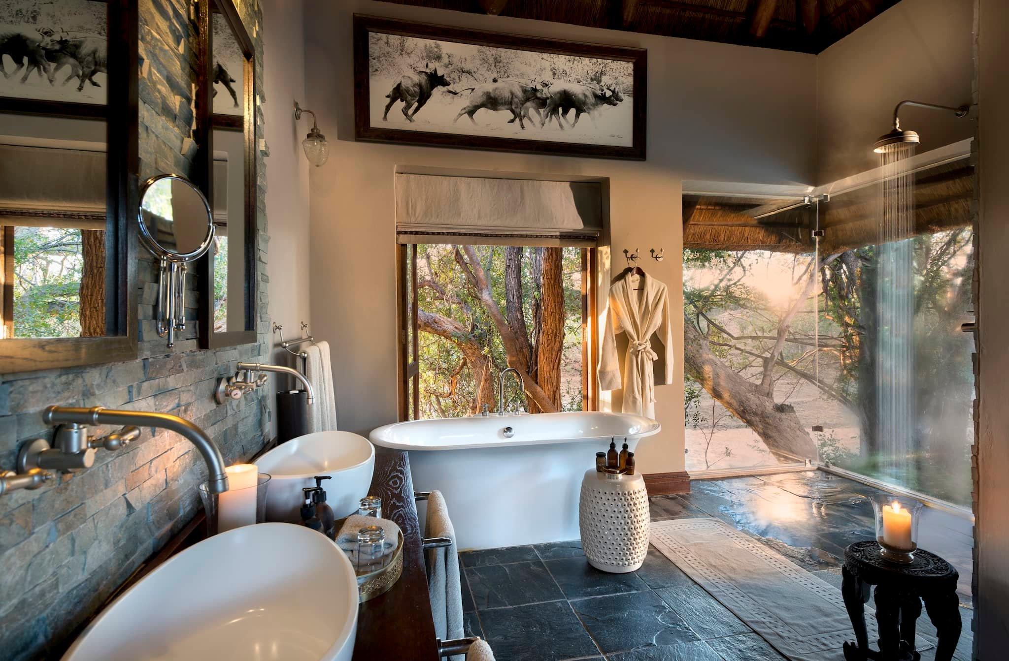 andBeyond-ngala-safari-lodge-interior-family-suite-bathroom-01.jpeg