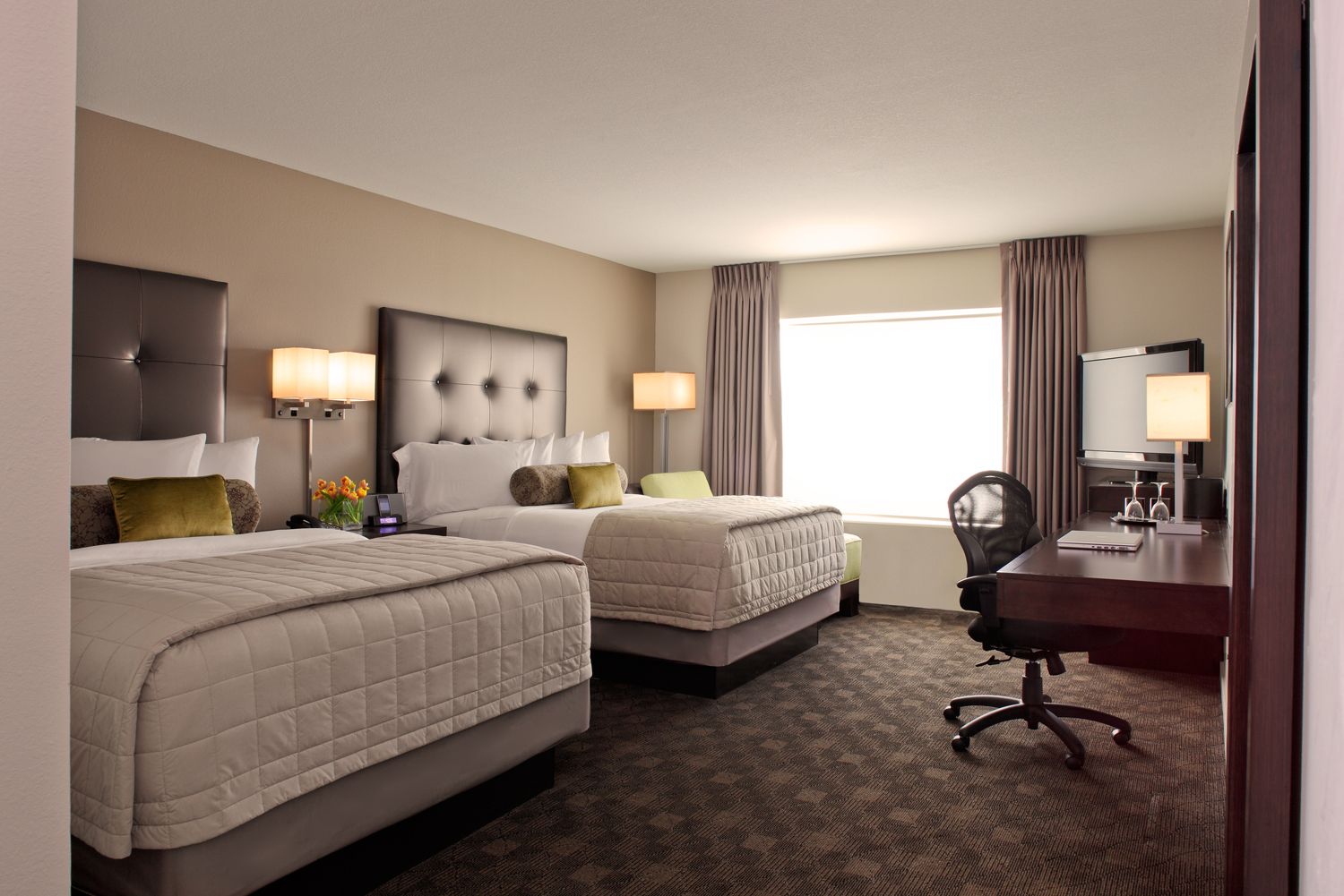 Avia Hotel - Houston, TX: Bed Styling