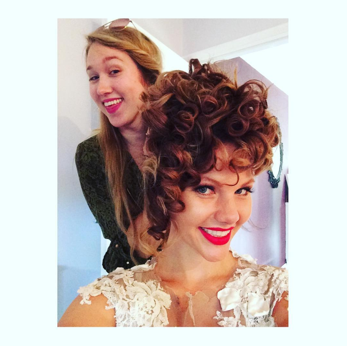 Action shot!! Fixing up @ellymaydayofficialfanpage Elly's hair 💁 was so great to meet this lovely lady today ❤️  #hairstyle #hairartist #hairstylist #photoshoot #hairandmakeupartist #makeupartist #couture #fashion #model #weddinghair #fashion