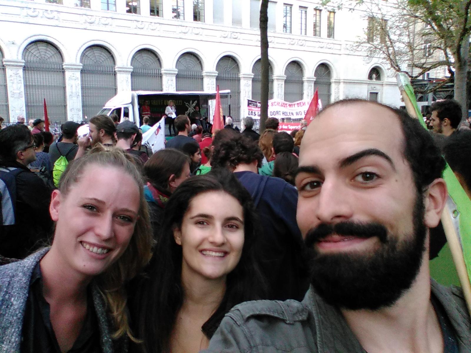Zu Besuch bei den Grünen Zürich, an einer Demo gegen Leistungsabbau in der Bildungspolitik. Auf meinen wenigen Selfies bin ich stets angezogen. Sorry, AZ-Medien, hier gibt es nichts zu sehen.