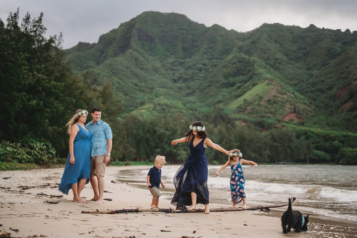 Family-Session-Oahu-Hawaii-Schindler-Family-04.jpg