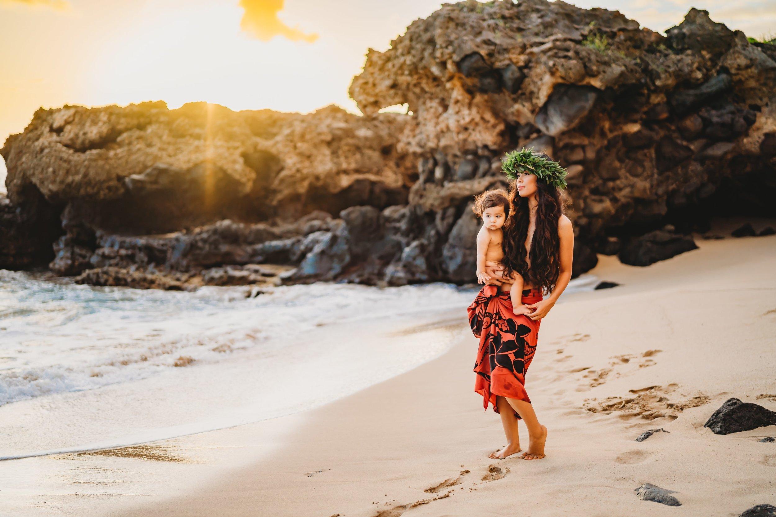 Oahu-Hawaii-Family-Photographer-haku-lei-mother-daughter-beach-session-4.jpg