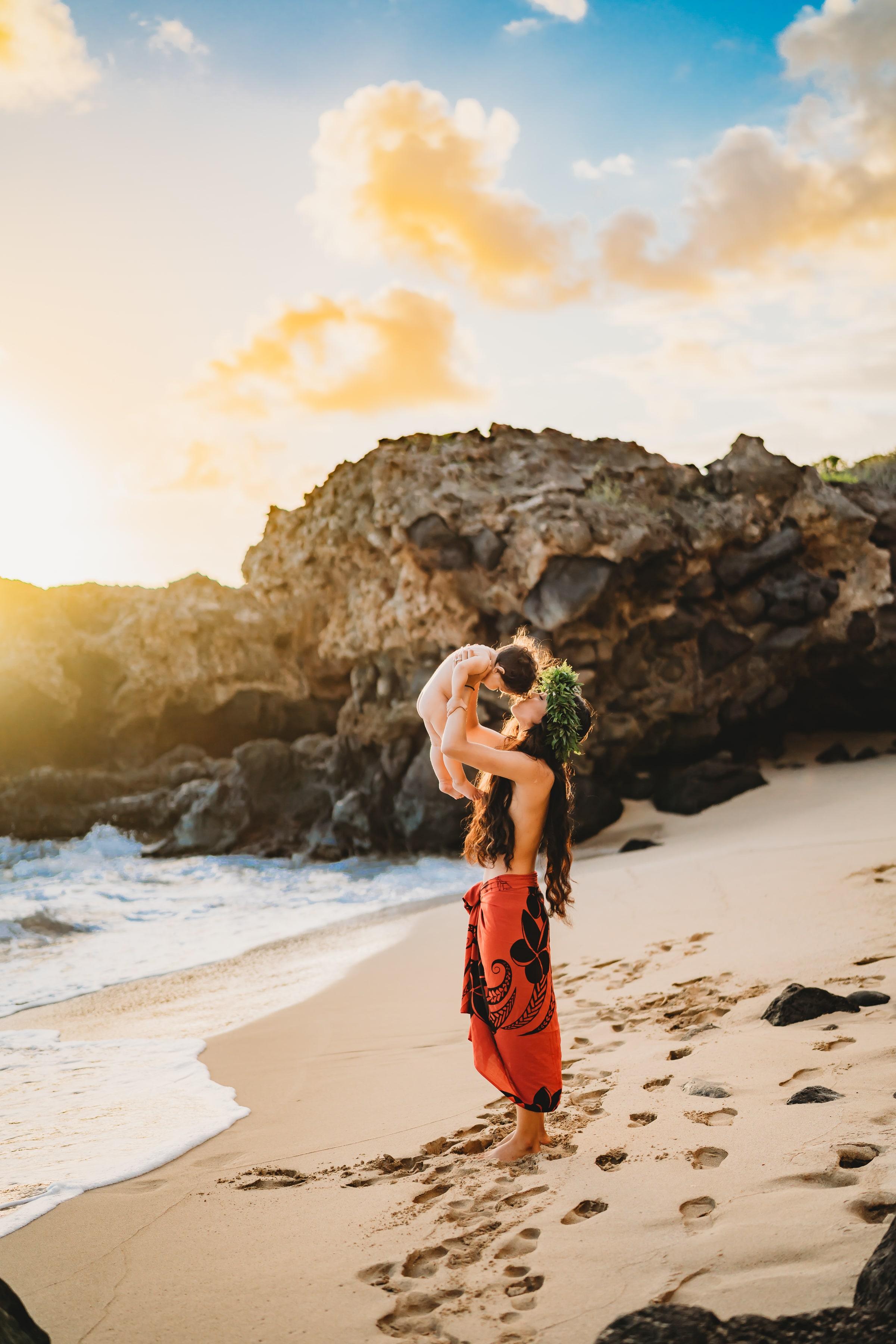 Oahu-Hawaii-Family-Photographer-haku-lei-mother-daughter-beach-session-1.jpg