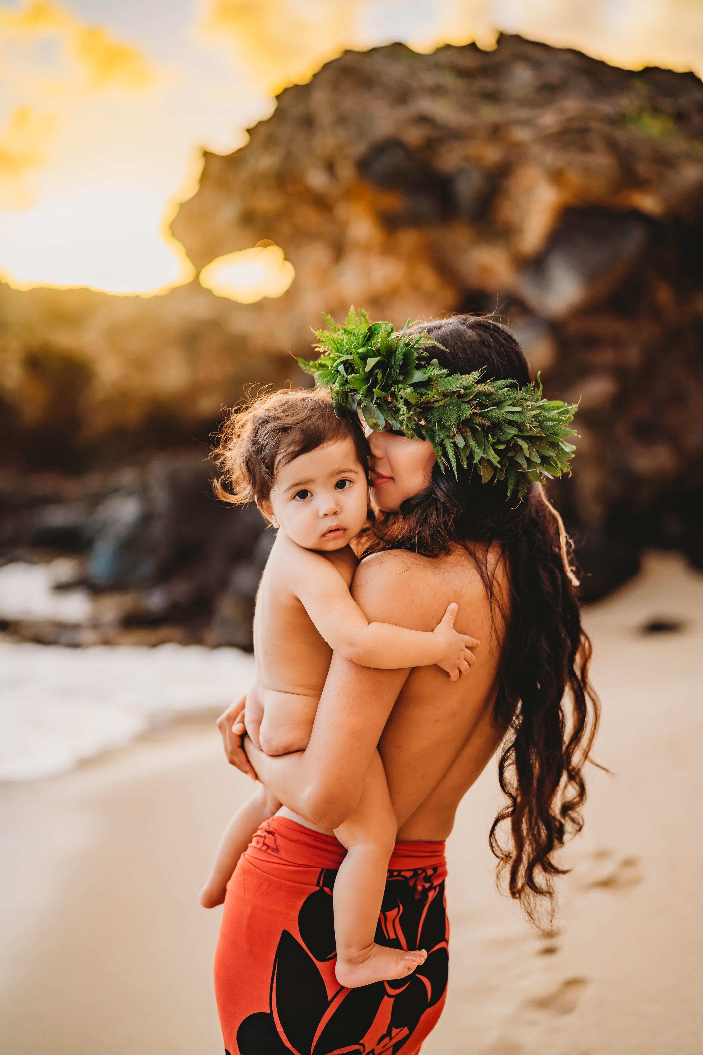 Oahu-Hawaii-Family-Photographer-haku-lei-mother-daughter-beach-session-6.jpg