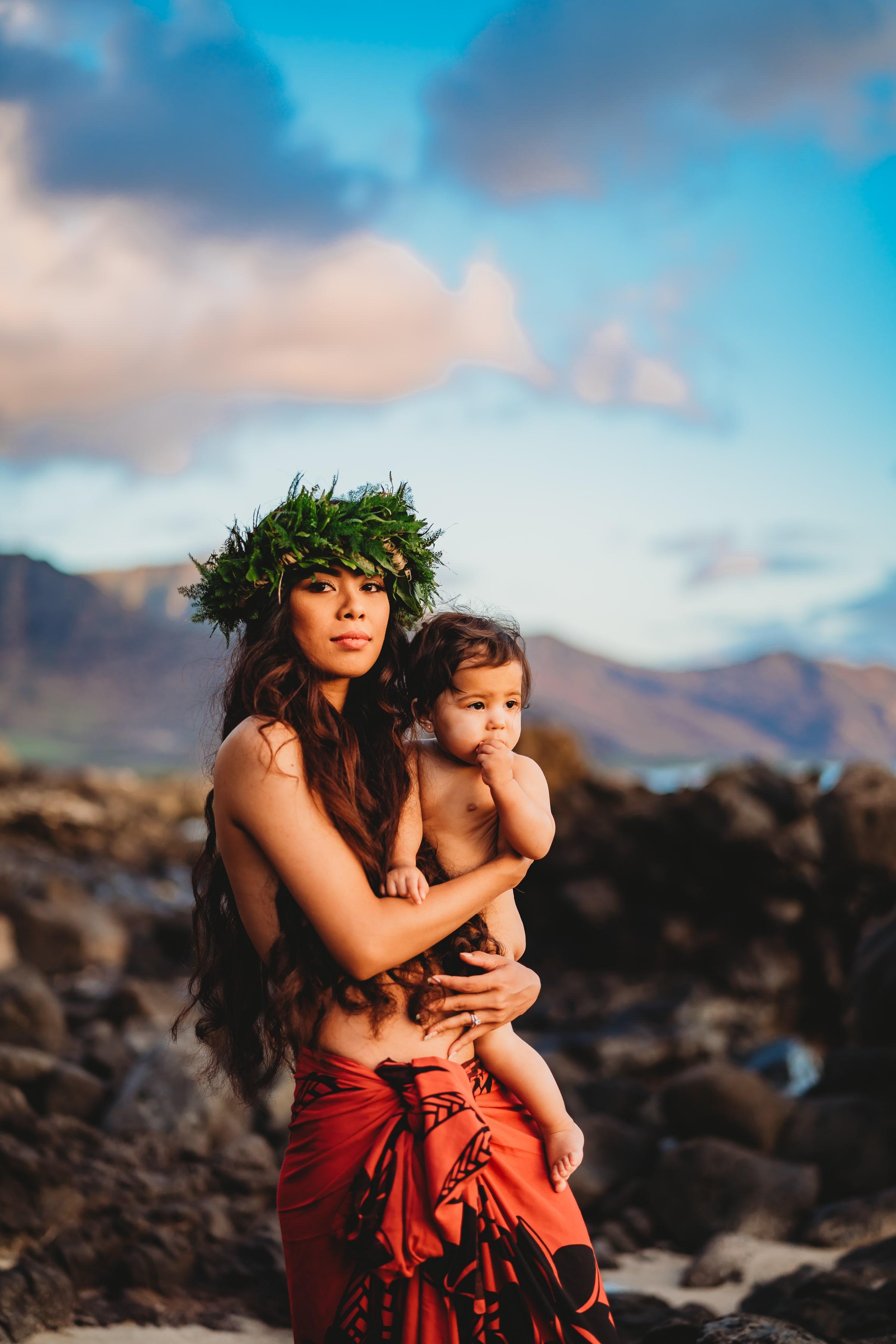 Oahu-Hawaii-Family-Photographer-haku-lei-mother-daughter-beach-session-9.jpg