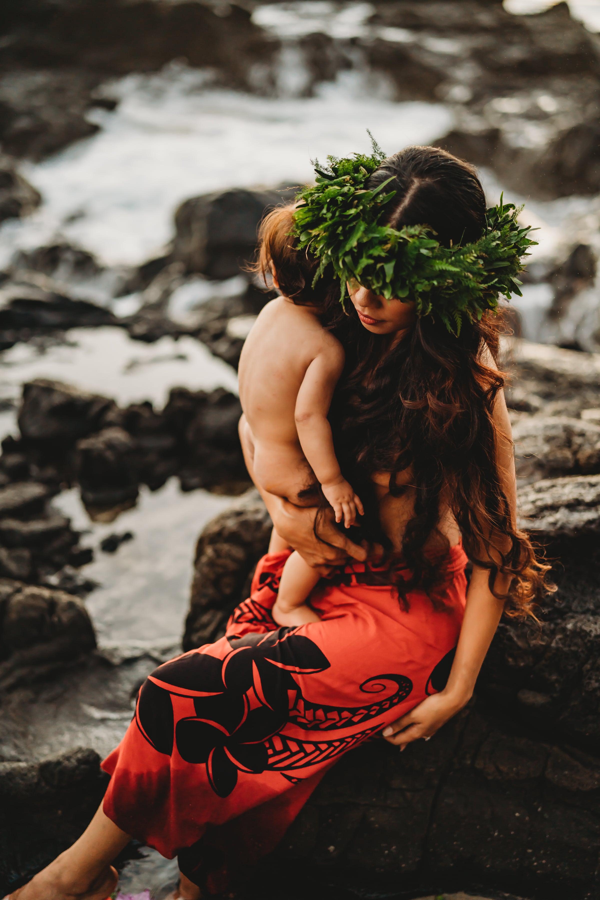 Oahu-Hawaii-Family-Photographer-haku-lei-mother-daughter-beach-session-10.jpg