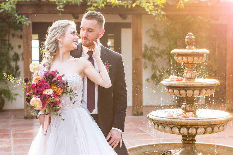 KENNOLYN HACIENDA SHOOT, WEDDING CHICKS FEATURE  PHOTOGRAPHY:  DE JOY PHOTOGRAPHY/  RENTALS:  VIEWPOINT EVENTS