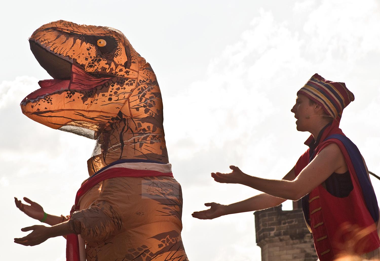 Dino dance