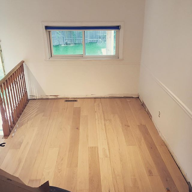 First time installing engineered hardwood and it was pretty much a snap - well more like a click! 😉 . . . #renovation #hardwood #engineeredhardwood #floatingfloor #thathandygal