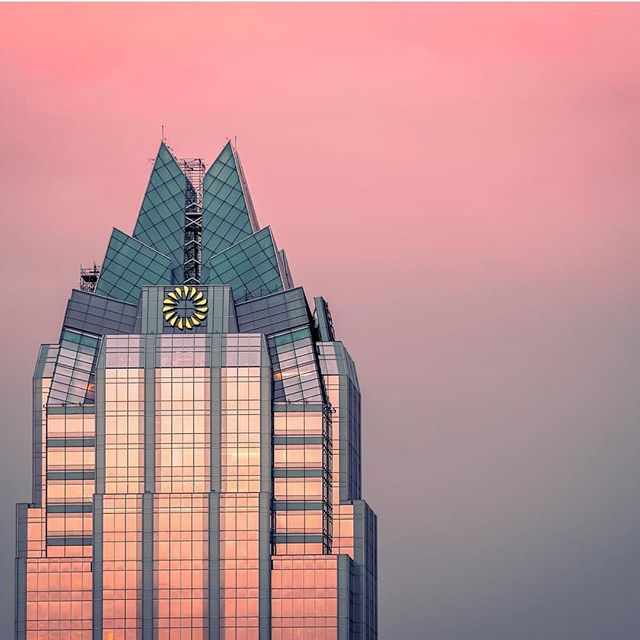 Good evening, everyone! This feature comes from @annamallam! Be sure to go check out the rest of their work and as always keep tagging #igaustintexas to be featured.